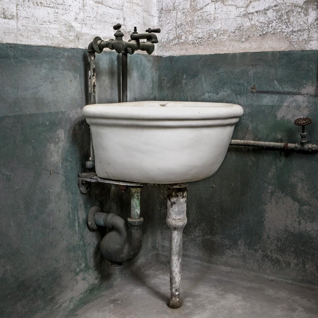 morgue-sink-9118